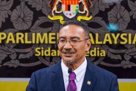ΜΑΛΑΙΣΙΑ: Ο υπουργός πιάστηκε κατά της κοινοβουλευτικής συνόδου