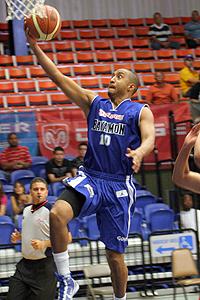 Raymond Barbosa aportó 6 cruciales puntos en la victoria Vaquera