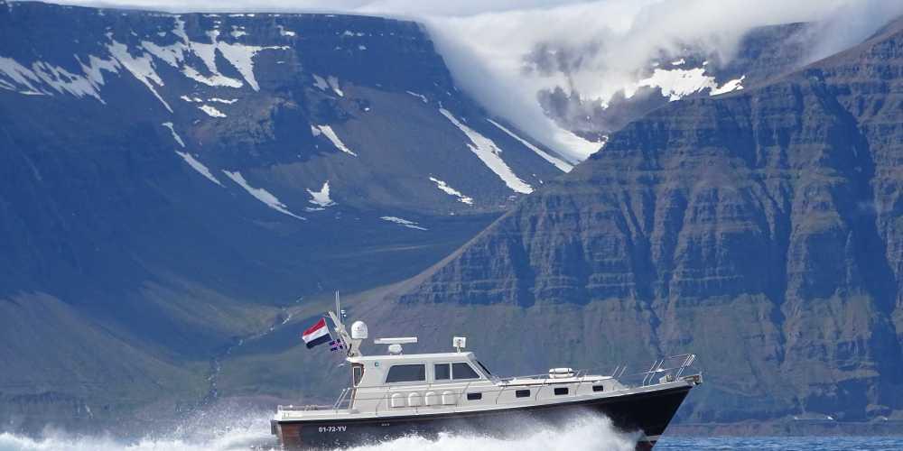 Met de motorboot naar Groenland