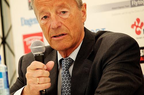 Gerhard Heiberg har mistet både fotfeste og gangsynet!