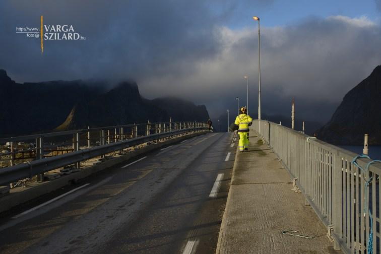 Felújítás alatt álló híd Hamnøy mellett (Norvégia, 2015.)