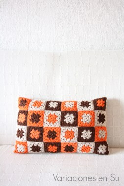 granny-squares-cushion-two-in-one-2