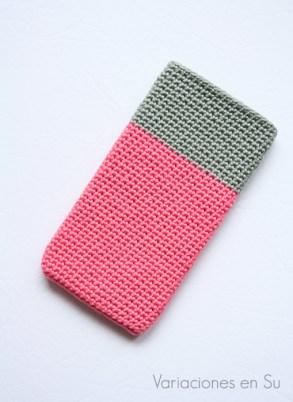 funda-móvil-ganchillo-rosa-gris-1