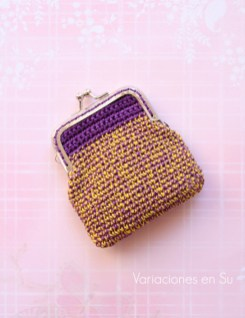 monedero-ganchillo-violeta-y-amarillo-1