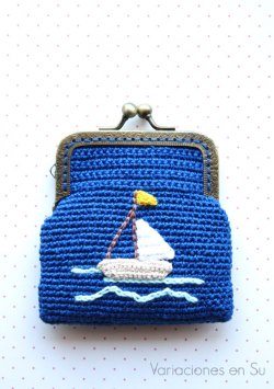 monedero-ganchillo-con-figura-barco