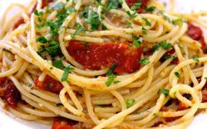 Sunday-Pasta-Spaghetti-con-Pomodoro-Secchi-640-640x400