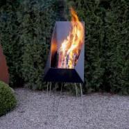 Der Feuer Korb für sichere aber lebhafte Flammen
