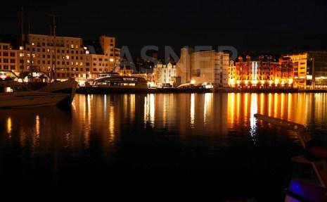 VASNER Panora Infrarotheizung Bild Hafen Bergen