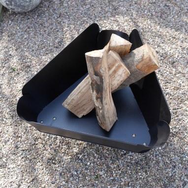Dank Feuerschale Design viel Platz für Holz