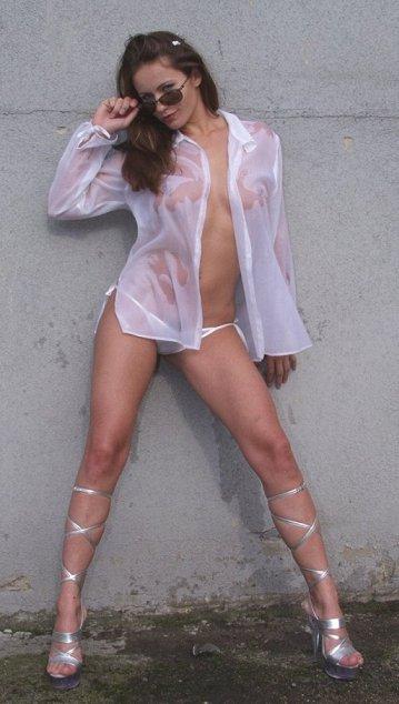 ¿Alguien tiene un paraguas para esta chica?