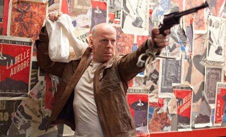 Bruce Willis a punto de dejar seco a un pobre hombre