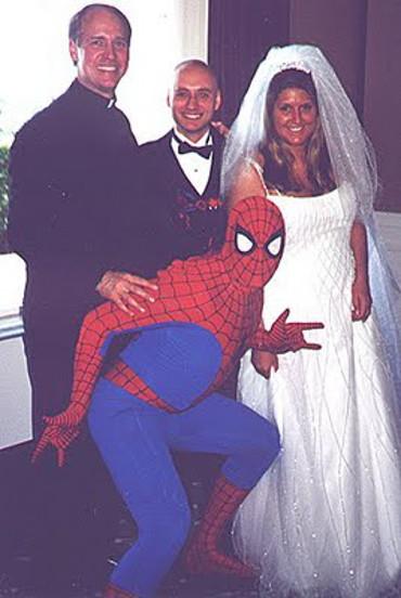 Spiderman enganchado por una pilingui
