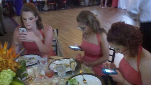 Nos la suda la boda. Nosotros lo que queremos es Whatsappear