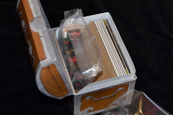 Todo apiñado en la mini caja…ya estoy viendo los dados.