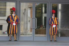 cna_Schweizergardisten vor Synodenaula