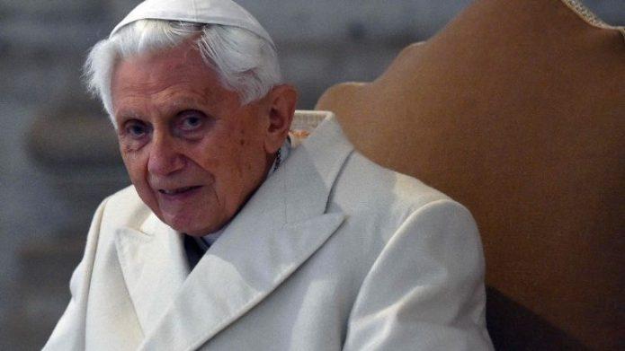 Đức nguyên Giáo hoàng Biển Đức XVI trong lễ mở cửa Năm Thánh nhân Năm Thánh Lòng Thương xót năm 2015