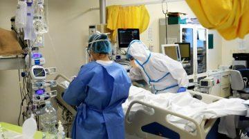 Nhân viên y tế chăm sóc bệnh nhên virus corona