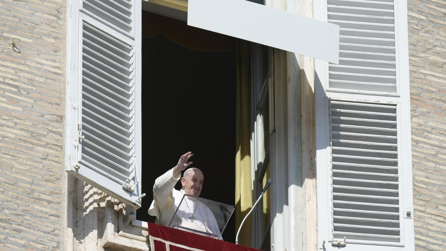 Pope at Angelus: 'go against the current, choose meekness and mercy' - Vatican News