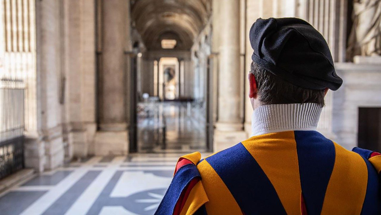 Covid-19: Eleven cases among Swiss Guards - Vatican News
