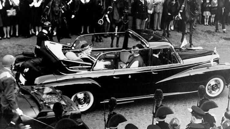 Juan XXIII en la Mercedes 300d