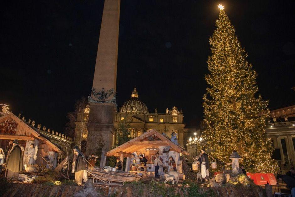 Presépio e árvore de Natal do Vaticano.