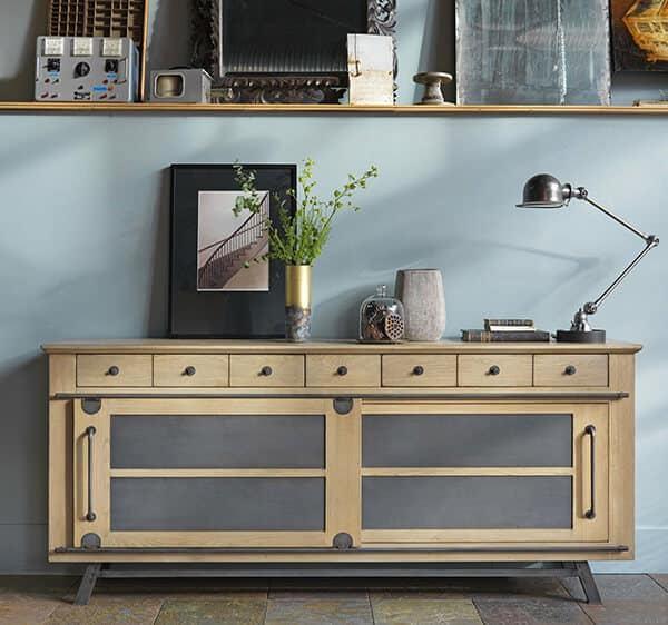 Collection passerelle meubles ambiance atelier industriel  Vazard