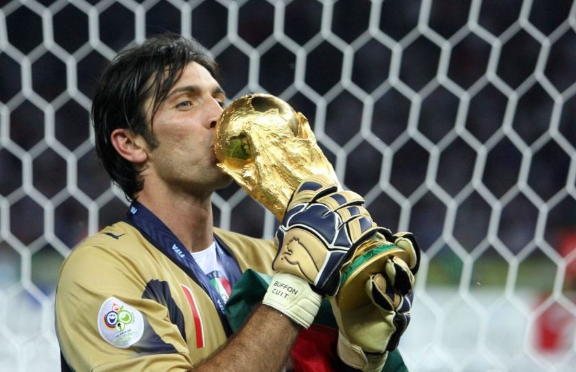 https://i0.wp.com/www.vbtv.it/wp-content/uploads/2018/01/buffon-con-la-coppa-del-mondo-maxw-1280.jpg?w=840