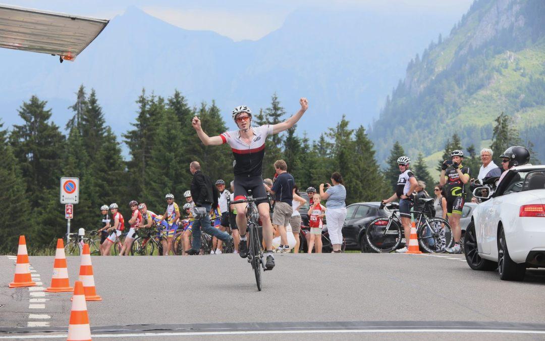 Emanuel Müller gewinnt das Bergzeitfahren Siebnen – Sattelegg