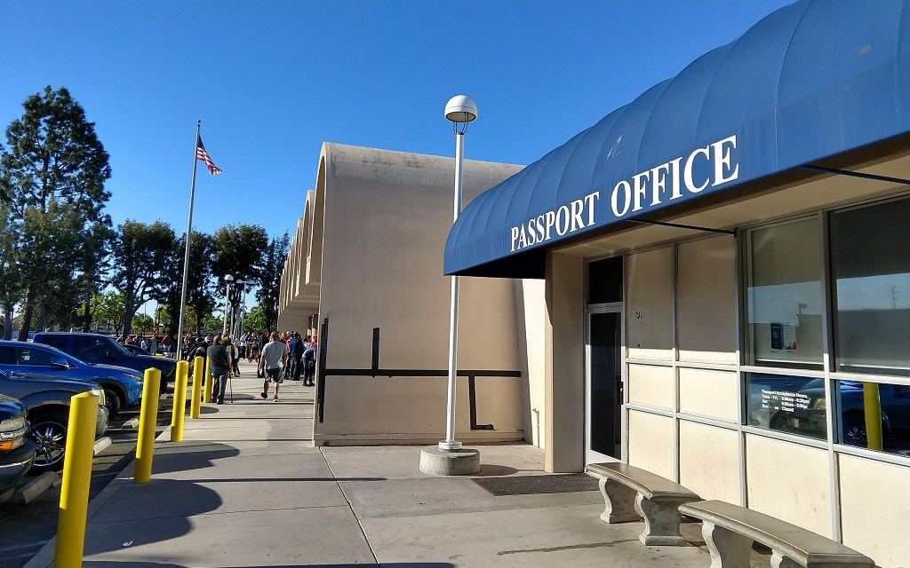 GOING NOWHERE   Long waits, little help for passport applicants in Ventura County