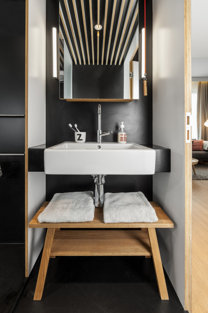 05 ZK1 bathroom