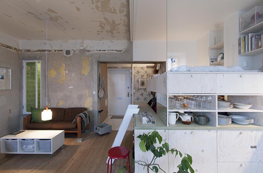 monolocale con soggiorno, cucina e camera in un unico spazio