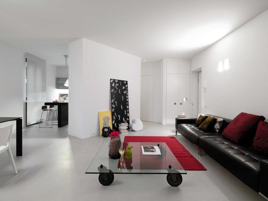 usare il rosso per arredare con un tappeto a centro stanza