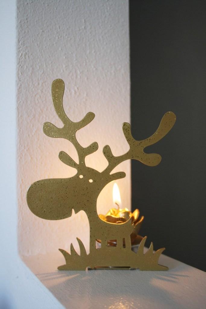 Simpatici decori dedicati all'inverno e alla natura, in caldi colori natalizi, resi preziosi da glitter sfavillanti.