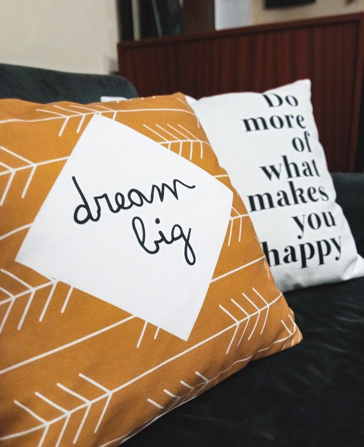regali personalizzati per la casa: cuscini con grafica nordica