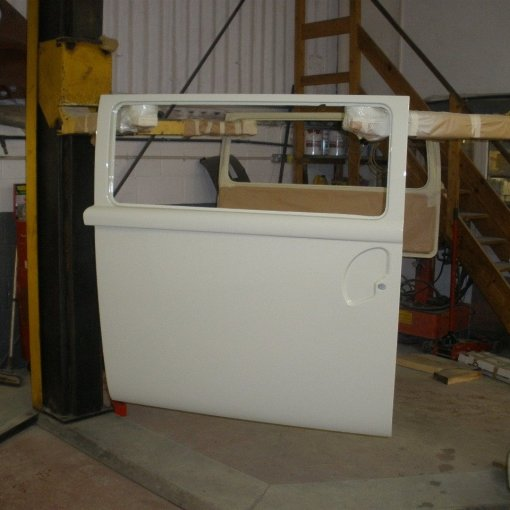 the external surfaces all sprayed up in L87 Pearl White