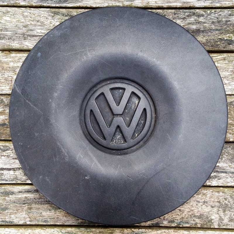 Genuine VW T4 Transporter centre cap Black Part Nº 700.601.151