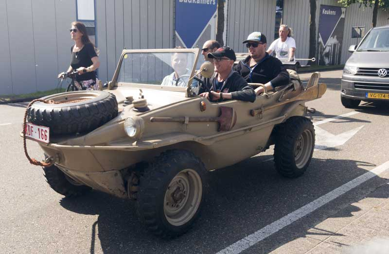 just an everyday Schwimmwagen at the traffic lights