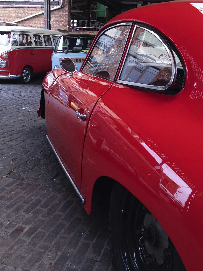 beautifully smooth and understated curvaceous lines on the Porsche 356