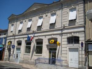 Depigeonnage Facade La Poste Carmaux -