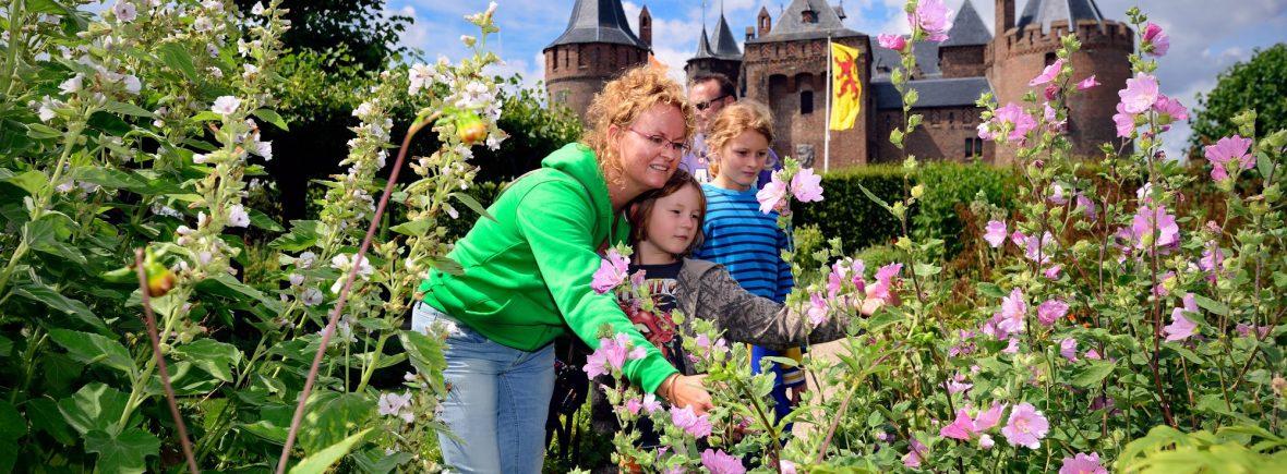 kasteeltuin van muiderslot is leuk voor kinderen en volwassenen