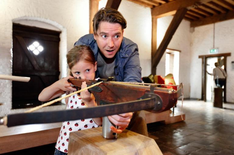 leer stok en zwaardvechten bij het muiderslot tijdens meivakantie