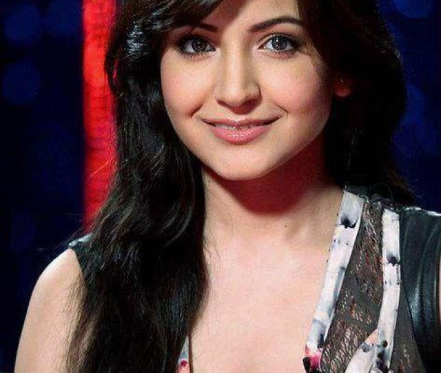 Anushka Sharma Hot Deep Cleavage Show Picture