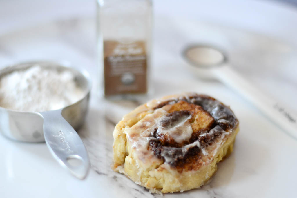 Quick and easy vegan food recipes. Cinnamon rolls for those mornings you want something sweet and delicious. #veganrecipes #veganfood #recipeoftheday