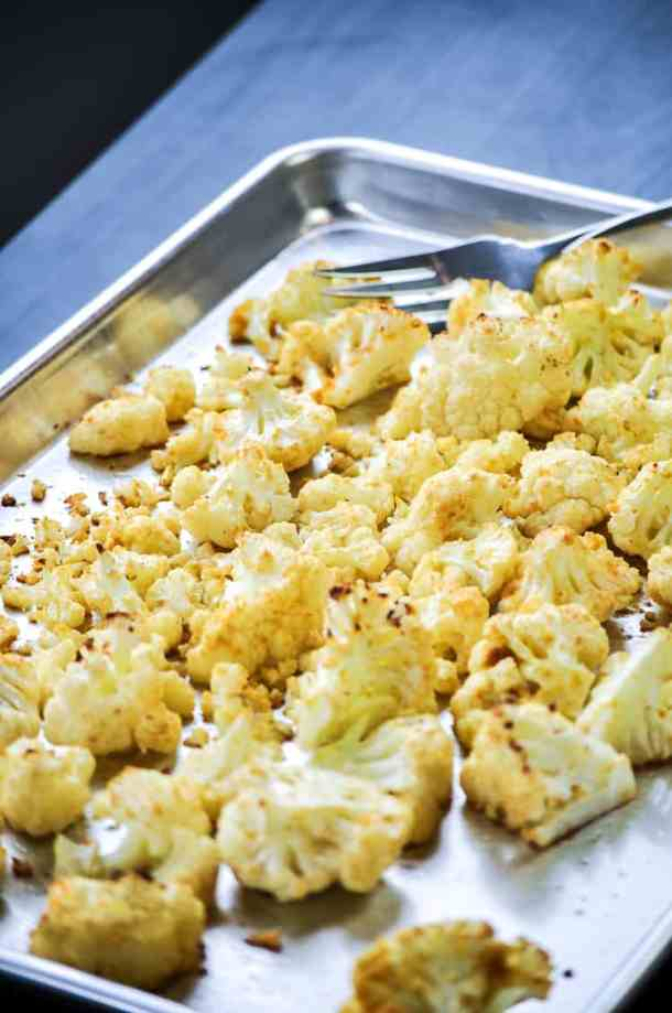 Easy Cheesy Baked Vegan Cauliflower https://www.veganblueberry.com