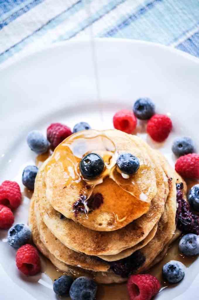 Fluffy Vegan Buttermilk Pancakes https://www.veganblueberry.com