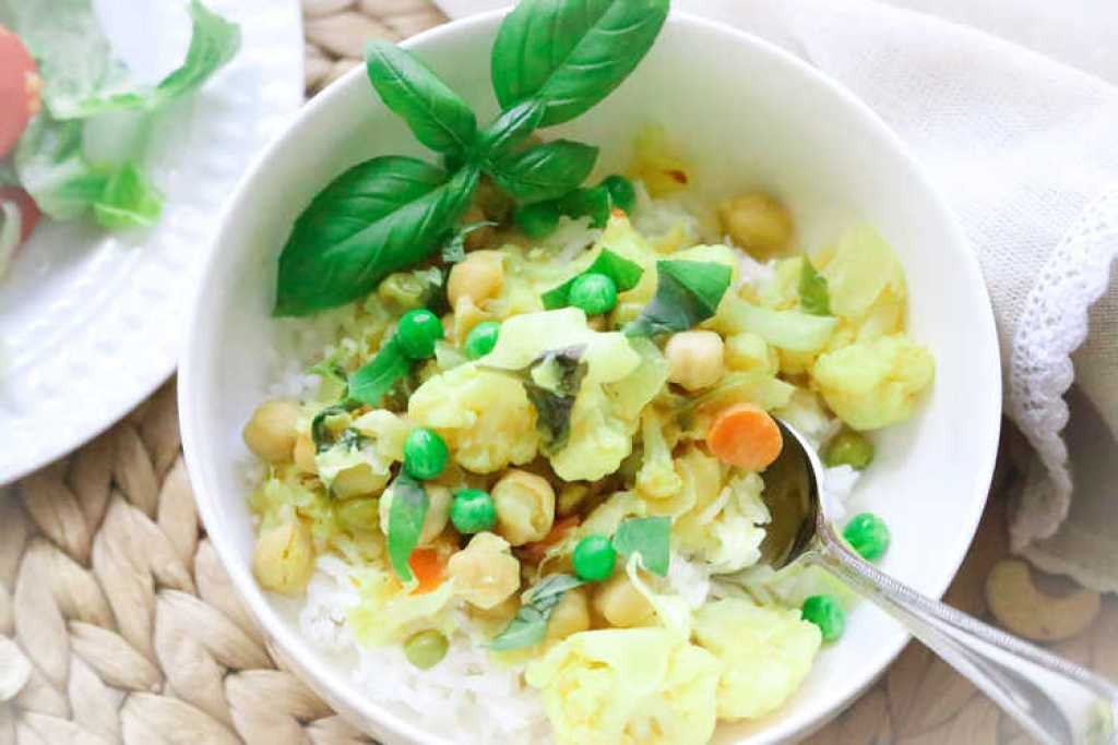 Chickpea and Cauliflower Slow Cooker Vegan Curry http://www.veganblueberry.com