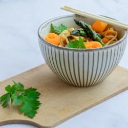Pad Thaï de printemps - végétalien facile - asperges, carottes, cuisine thai