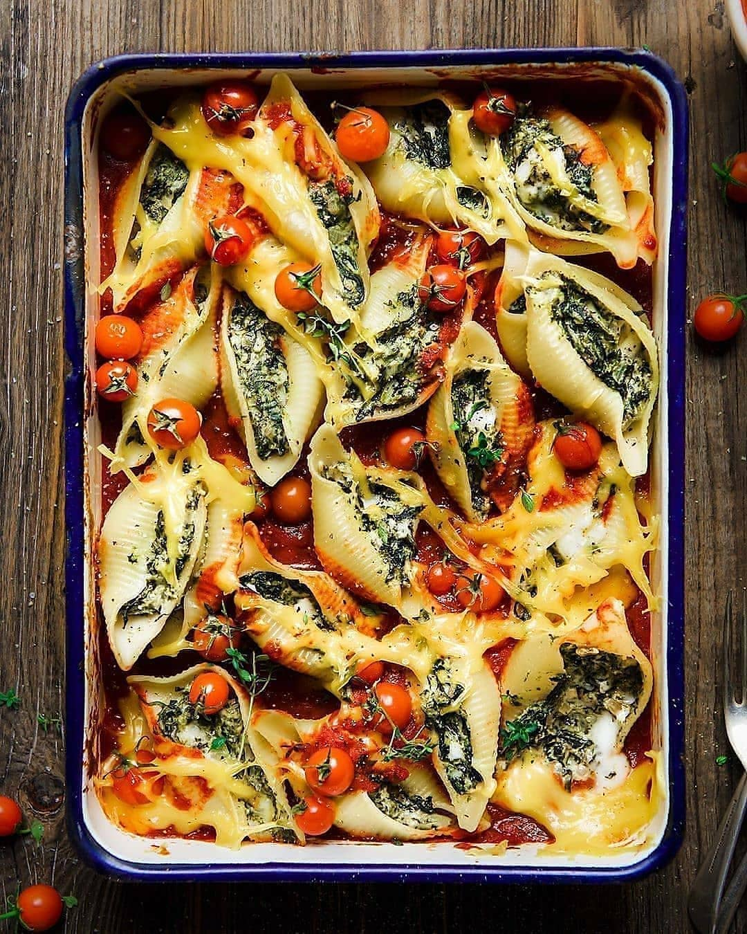 vegan spinach + feta pasta bake with giant pasta shell display image  09cee021