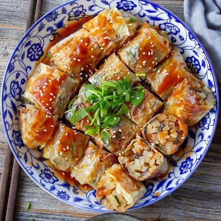 veggie rolls with spicy sweet sauce by woonheng display image  7bc6198d