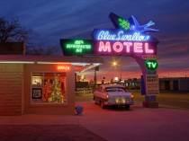 © Blue Swallow Motel